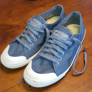 Tretorn lace up sneakers. Slate blue gray. 7.5